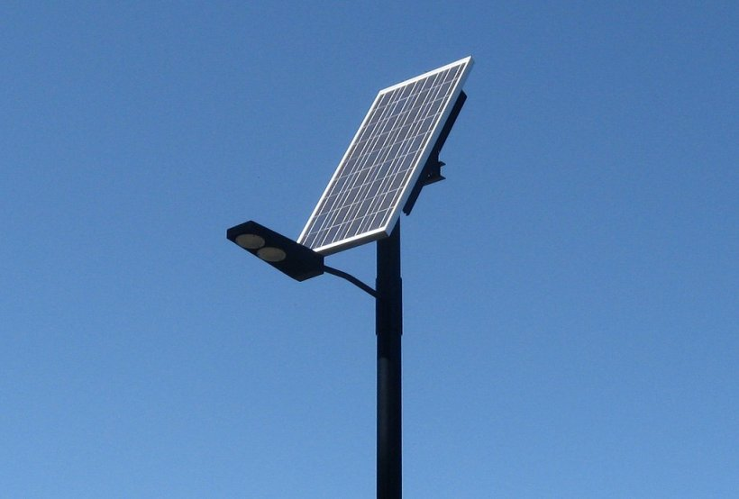Picture of a light that uses solar panels to power LED lights.