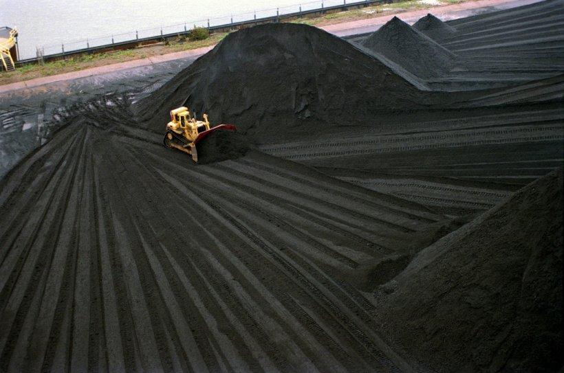 Image of bulldozer moving coal