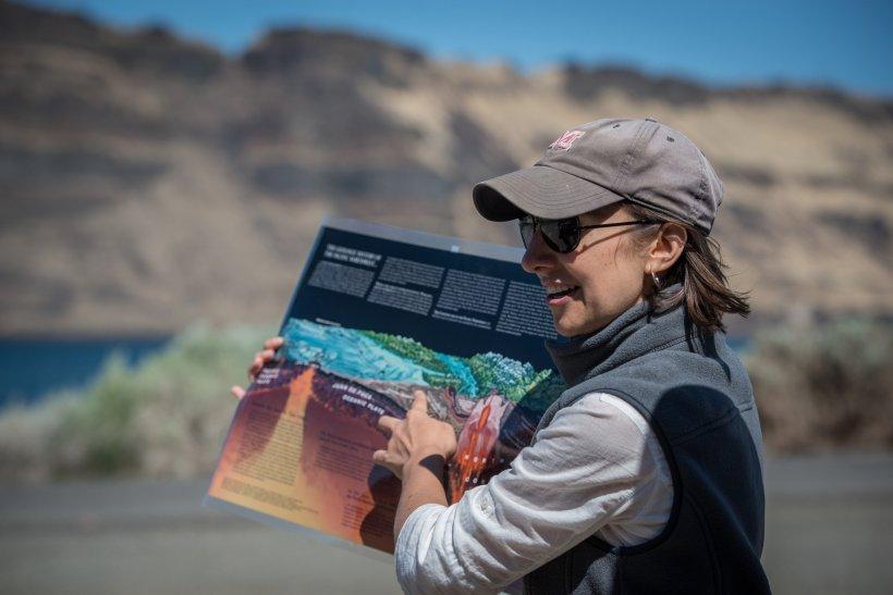 Frannie Smith, PNNL Researcher, trains teachers on STEM lessons.
