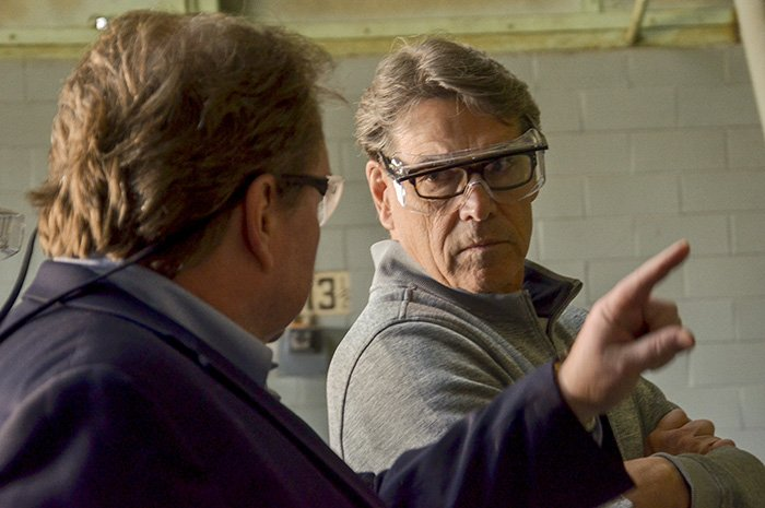 EM Portsmouth/Paducah Project Office Manager Robert Edwards (left) discusses with Secretary Rick Perry the strategy to accelerate the final remediation of the Paducah Site's largest groundwater contamination source.