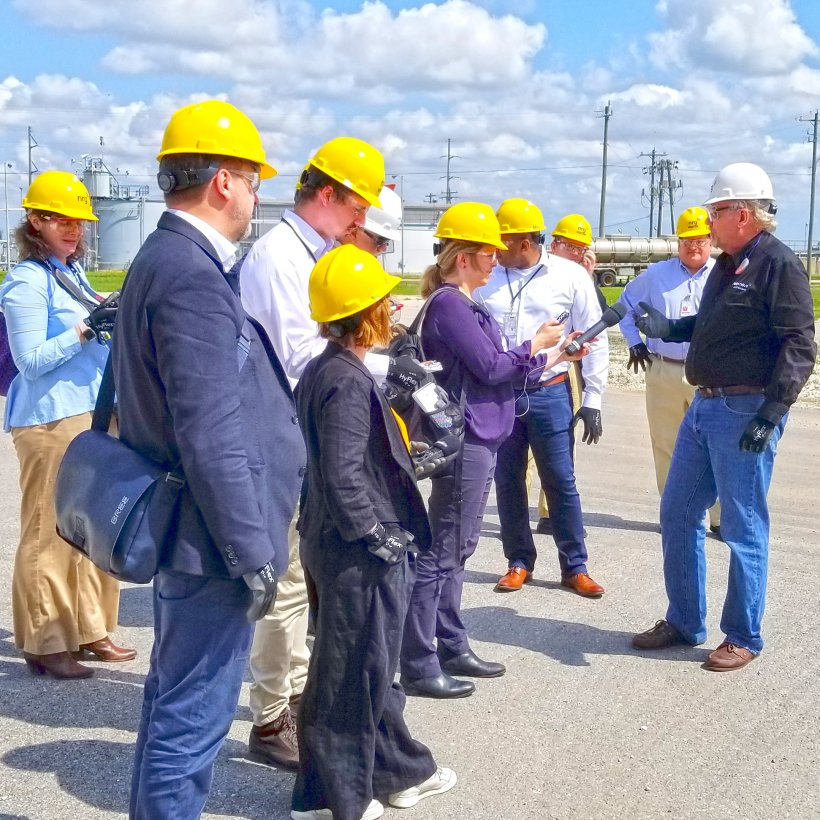 NRG's Petra Nova is the world's largest carbon capture and storage (CCS) project, were the reporters learned how DOE advances commercial deployment of carbon capture technologies for fossil energy systems via public-private partnerships.