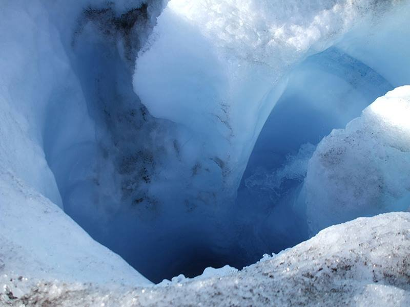 On the surface of the Greenland Ice Sheet, well-like shafts form. Water travels through these shafts to the glacier bed below. Scientists showed how these conduits, called moulins, form.