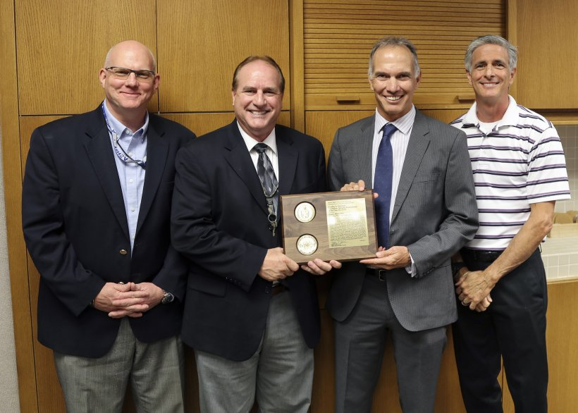 Roger Showalter receives his NNSA Bradley A. Peterson Contractor Security Professional of the Year award