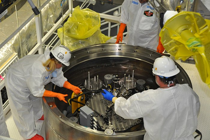 Workers prepare the 20th and final sludge container for shipment at the Hanford Site. The transfer of sludge from K West to T Plant reduces a significant risk to the Columbia River and marks a key accomplishment in the overall Hanford cleanup mission.