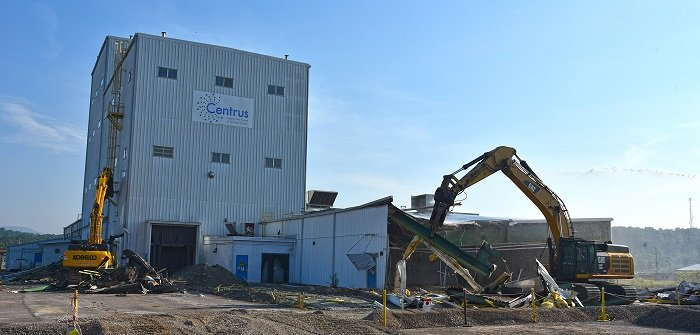 Demolition begins on Building K-1600. The 42,000-square-foot structure was formerly used as a test and demonstration facility for uranium enrichment centrifuges.