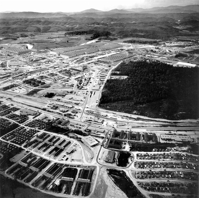 A view from Happy Valley looking toward the K-25 site. At its peak, Happy Valley had 15,000 residents in hutments, dormitories, barracks, trailers, and houses.