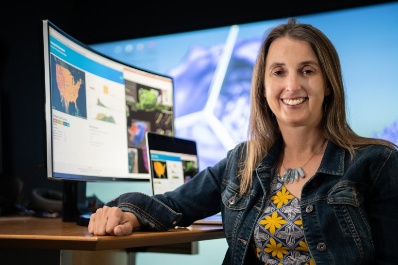Kristi Potter works in data visualization at NREL.