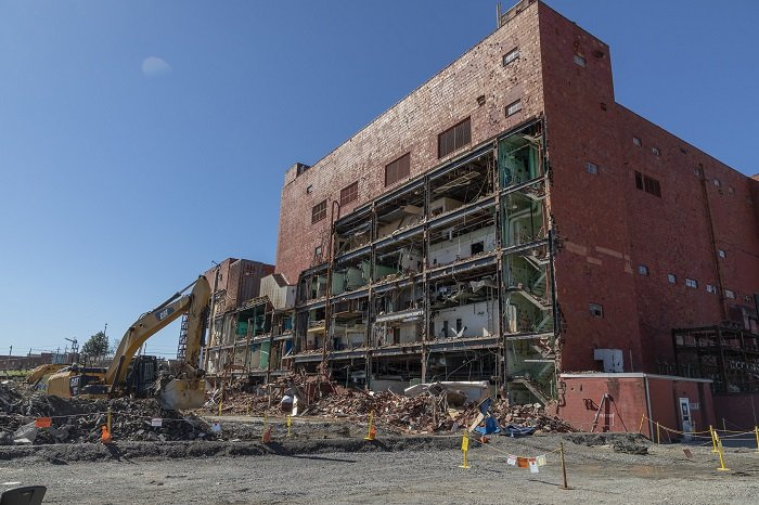 A view of demolition beginning on the six-story, 255,000-square-foot Building 9207, the final building in the former Biology Complex at Oak Ridge. This project, which eliminates a high-risk excess contaminated facility, is scheduled to be complete by this summer.