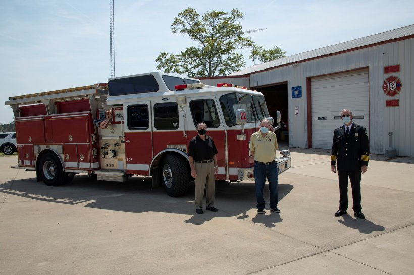 Hollow Creek Volunteer Fire Department with New Firetruck