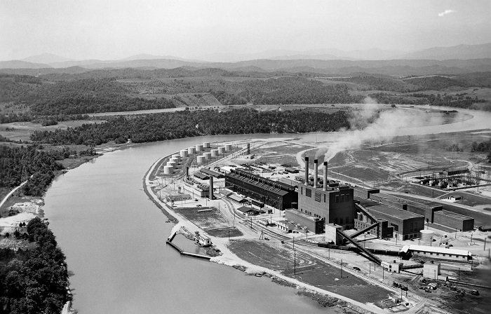 The former K-770 Powerhouse provided energy for enrichment operations at the Oak Ridge Gaseous Diffusion Plant. The powerhouse and oil tank farm are pictured during early operations. EM demolished the facilities in the 1990s.