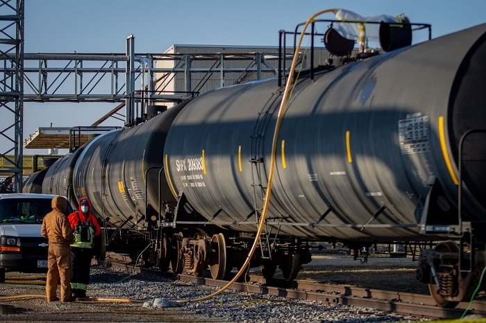 Paducah Site workers monitor progress as oil is drained from the C-531 Switchyard into a railcar for transfer to the Paducah Area Community Reuse Organization. The transfer required the use of nine rail cars containing a total of approximately 210,000 gallons of transformer oil.