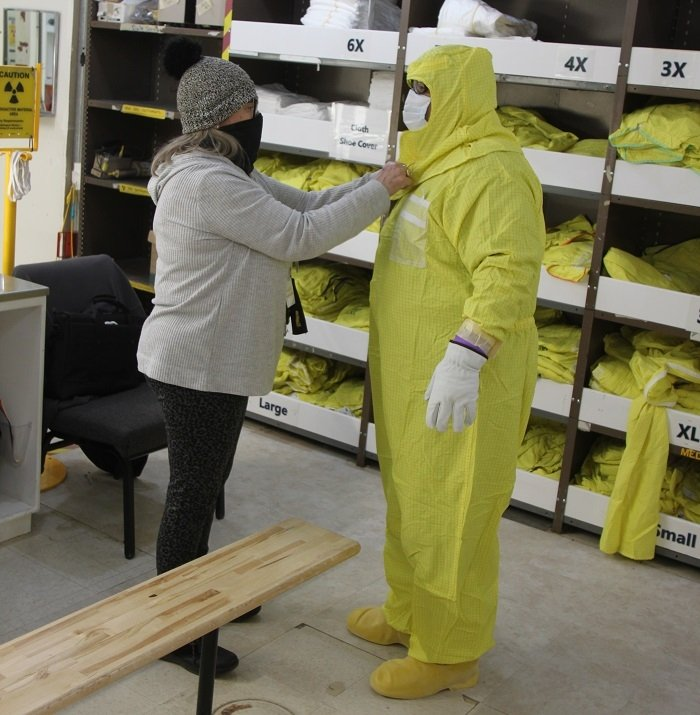 A team of the contractor's safety experts recently demonstrated the processes to their radiological safety counterparts from contractor Hanford Mission Integration Solutions.