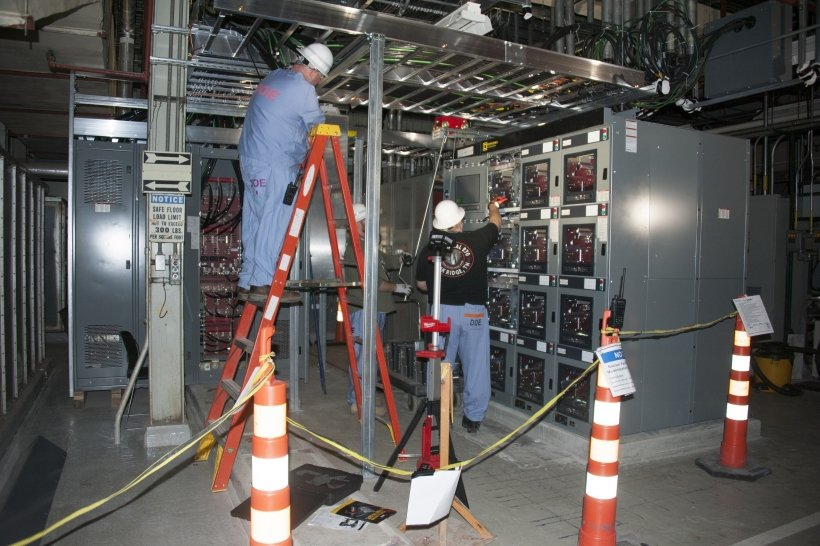 Electricians at Y-12's Building 9204-2E