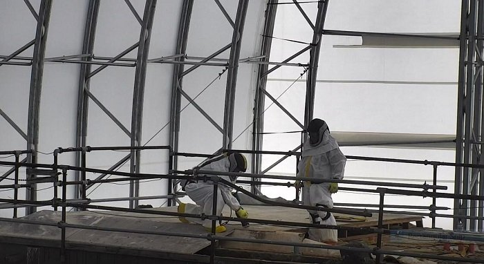 EM workers cut through the roof of the final hot cell at the former Radioisotope Development Laboratory at Oak Ridge National Laboratory for characterization work.