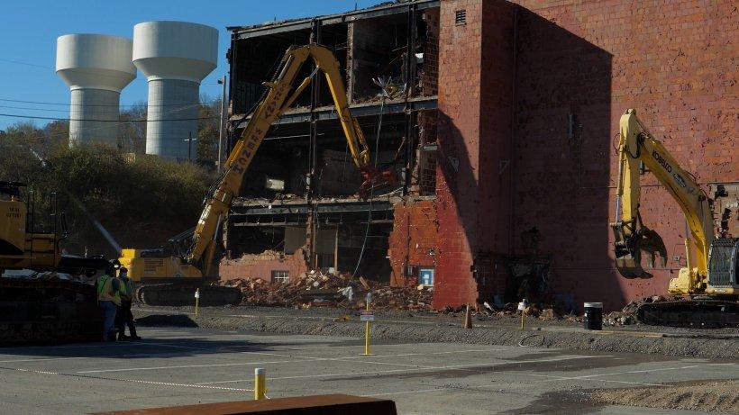 Crews demolish Building 9210 at the 1940's-era Biology Complex at the Oak Ridge Site.