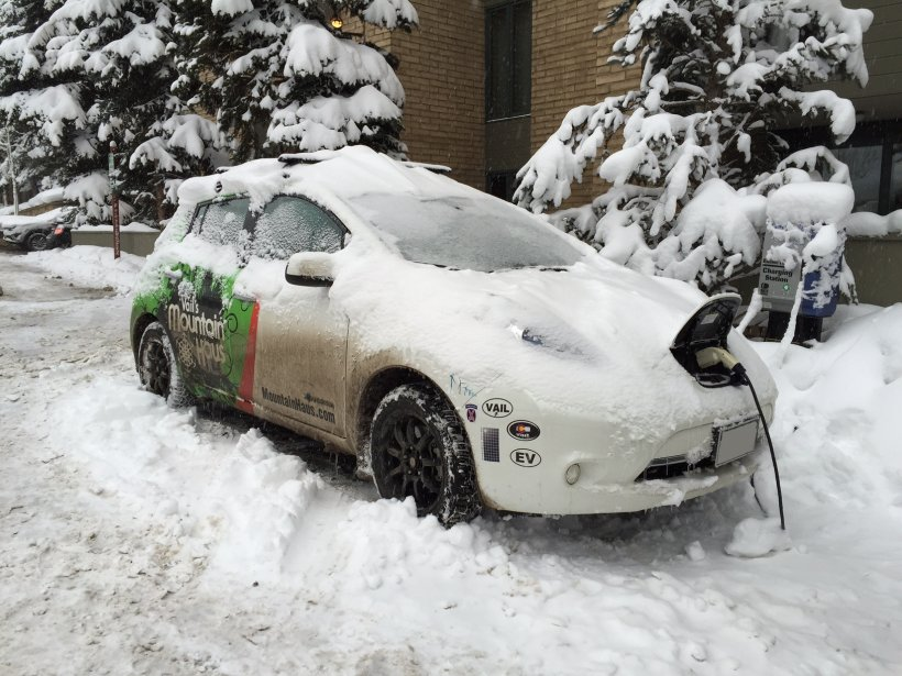 EV in the Snow: 4 Tips to Improve Electric Vehicle Battery Range this Winter