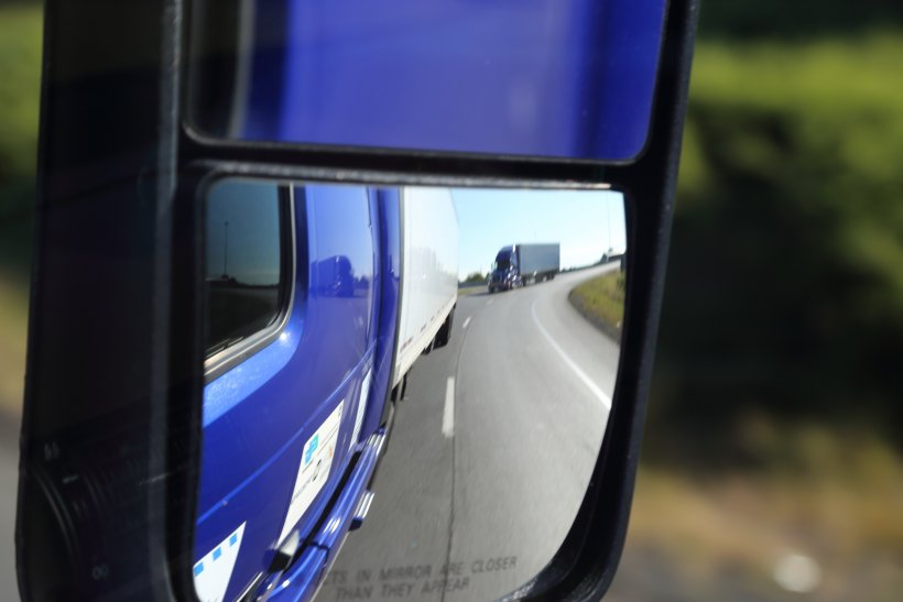 Platooning Trucks to Cut Cost and Improve Efficiency
