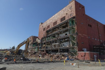 Final Biology Complex Facility Coming Down at Oak Ridge