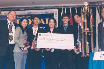Champions in Science Whose Stars are Still Rising: Profile of Julia Hu (2001)