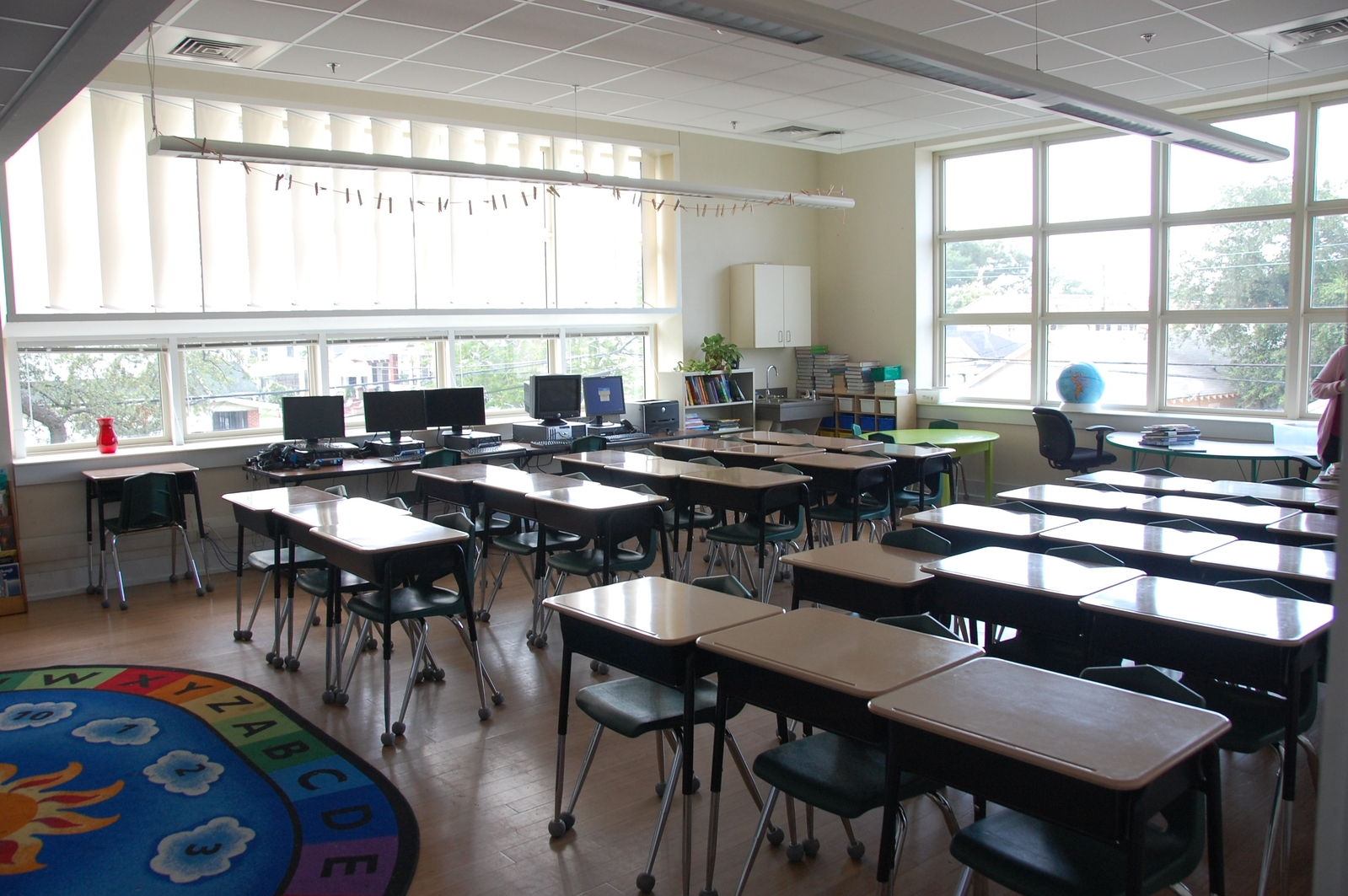 Andrew Wilson Elementary School Uses Fixed Blinds In Classrooms