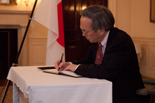 Secretary Chu signs a book of condolence at the Japanese Embassy.
