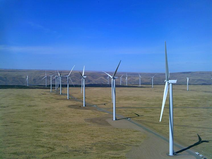 Each of the Caithness Shepherds Flat project's wind turbines utilize over 1,000 components for a total of more than 365,000 components.  The Project is expected to avoid over 1.2 million tons of carbon dioxide per year. | Image courtesy of Caithness Shepherds Flat