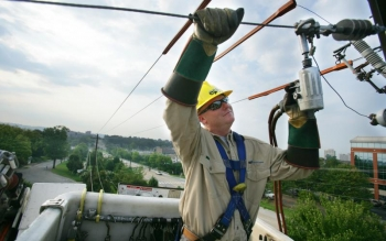Maintaining the Chattanooga EPB electricity grid (courtesy Chattanooga EPB).