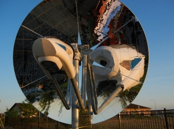 Concentrated solar panels are getting a power boost. This summer, Pacific Northwest National Laboratory (PNNL) will be testing a new concentrated solar power system -- one that can help natural gas power plants reduce their fuel usage by up to 20 percent. PNNL has developed a system that uses a thermochemical conversion device to convert natural gas and sunlight into a more energy-rich fuel called syngas. By installing the pictured device in front of a concentrating solar power dish, power plants can burn less fuel. <a href="