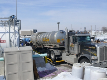 A tanker picks up gasoline from the biorefinery. | Photo courtesy The Gas Technology Institute