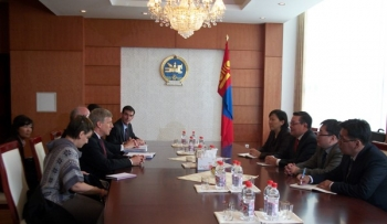 Deputy Secretary Poneman meets with Mongolia's Foreign Minister to discuss energy issues.