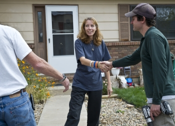 Tammara Thayer thanks Steve Lemaire (left) and Zump Urycki for conducting an energy audit of her home in Loveland, Colorado. Energy audits can help residents identify ways to improve the energy efficiency of their homes.   Photo by Dennis Schroeder, National Renewable Energy Laboratory