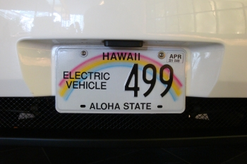 An electric vehicle in Hawaii. A new Clean Cities guide highlights electric vehicle readiness projects from throughout the country. | Photo by Ken Kelly, National Renewable Energy Laboratory