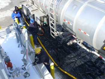 A tanker picks up gasoline from the biorefinery.   Photo courtesy The Gas Technology Institute