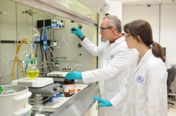 Chemist Kris Pupek and student researcher Thoe Michaelos prepare validation experiments for the synthesis of battery materials at Argonne National Laboratory in Lemont, Illinois. Battery research at Argonne, and other national laboratories like it, are helping plug-in electric vehicles become more efficient and affordable. | Photo courtesy of Argonne National Laboratory