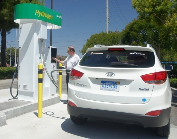 A customer fills up at a new Energy Department supported fuel cell hydrogen energy station in Fountain Valley, California.   Photo courtesy of Air Products and Chemicals.