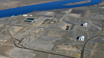 An aerial view of D and DR Reactor sites with the Columbia River.