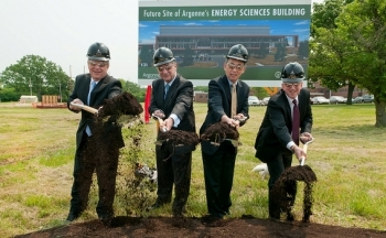 Senator Richard Durbin, University of Chicago President Robert Zimmer, Secretary Chu, and Argonne Director Eric Isaacs break ground for the new Energy Sciences Building. | Photo Courtesy of Argonne National Laboratory