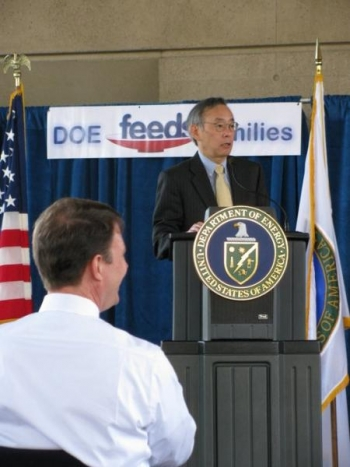 Secretary Chu and John Berry (foreground) at the Department of Energy Feds Feed Families Event.