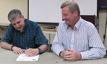 DOE-Idaho Deputy Manager Jack Zimmerman, right, and Fluor Idaho President and Project Manager Fred Hughes.