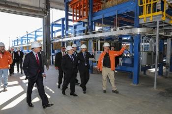 Secretary Moniz (center) tours the Abengoa Biorefinery in Hugoton, Kansas.  Photo Courtesy of Abengoa.