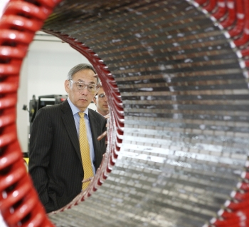 Department of Energy Secretary Steven Chu visited Ingeteam, based in Milwaukee, Wisconsin, on Thursday, July 12. During the visit, he toured the facilities that produce wind power generators and converters, in addition to PV solar inverters. In this photo he looks at a Stator 2MW Wind Turbine Generator. | Photo by Pat A. Robinson