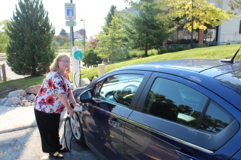 The City of Auburn Hills, Michigan, participated in one of 16 Clean Cities plug-in electric vehicle (PEV) community-readiness projects across the country. | Photo courtesy of City of Auburn Hills.