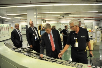 Deputy Secretary Daniel Poneman observes instrumentation in the X-333 Process Building Control Room during his visit to the Portsmouth Gaseous Diffusion Plant.   DOE photo