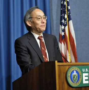 Secretary Chu presents the FY 2011 Small Business Award Winners at an award ceremony yesterday at the Energy Department headquarters in Washington, DC. | Energy Department photo.