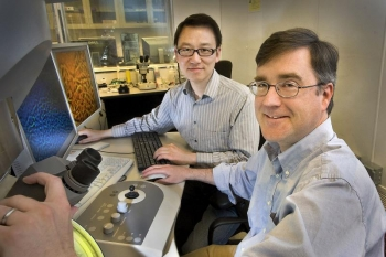 BNL scientists Dong Su and Eric Stach | Photo Courtesy of Brookhaven National Laboratory