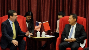 David Friedman (left), acting Assistant Secretary for Energy Efficiency and Renewable Energy, speaks with Zhang Yong, Vice Chairman of China's National Development and Reform Commission, during the U.S.-China Energy Efficiency Forum in Beijing.