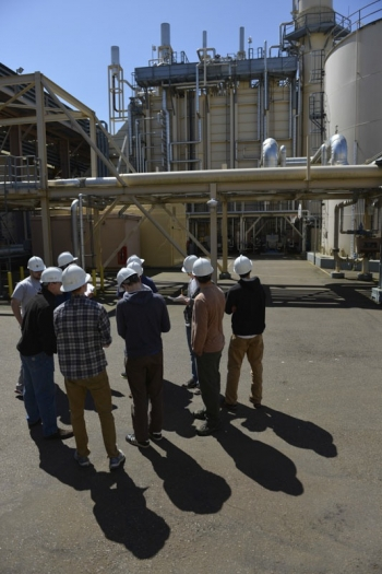 """Students in Western Washington University's spring 2013 """"Applications in Energy Production"""" course get an up-close view of how energy is generated. 