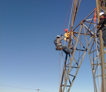 Gemini's Wind Turbine Tower Rescue courses provide wind technicians with training in safety at height, emergency escape systems and rescue. This course is designed to prepare wind technicians with the knowledge and emergency procedures specific to wind turbines. | Photo by Claudia Trevizo.