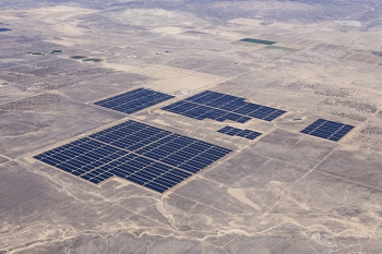 LPO issued a $646 million loan guarantee to Antelope Valley Solar Ranch, a 242-MW photovoltaic solar project located in Lancaster, California.   Photo courtesy of Exelon.