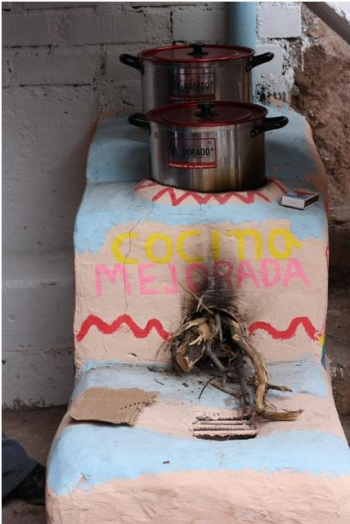 Improved cookstove in village of Santa Cruz de Lanchi, installed through Peru's national cookstove program. | Photo credit: Ranyee Chiang, DOE